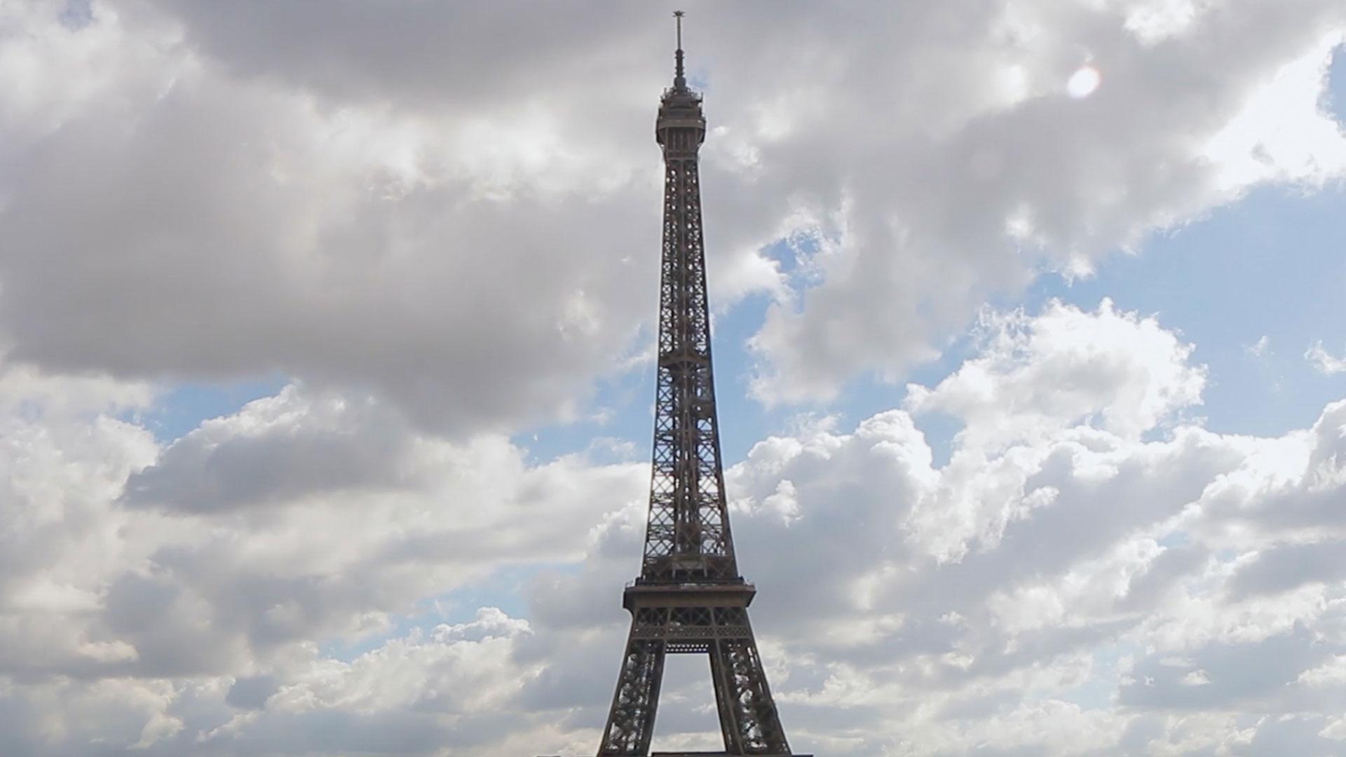 Effiel Tower Paris Time Lapse